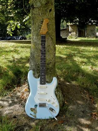 IT-11 Audio stratocaster sonic blue